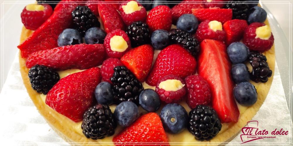 Crostata moderna con frutta fresca