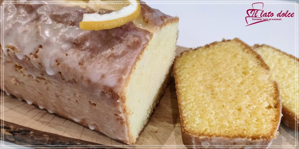 fetta di plumcake al limone soffice e profumatissimo